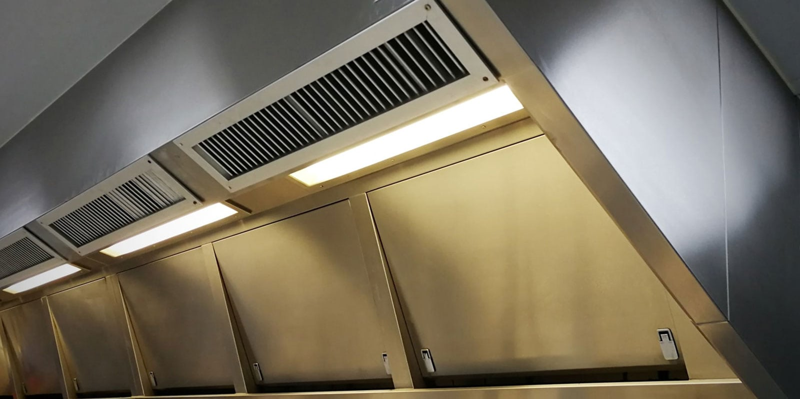 regular commercial kitchen extractor fan cleaning uk
